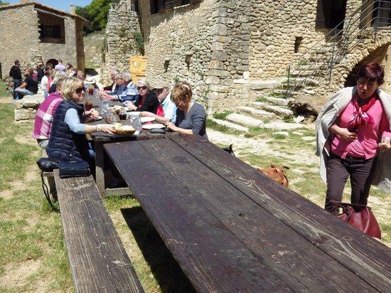 La Ferme du Castelas : A table!