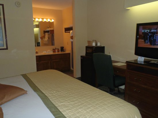 Baymont Inn & Suites Valdosta at Valdosta Mall: Very Nice Rooms!
