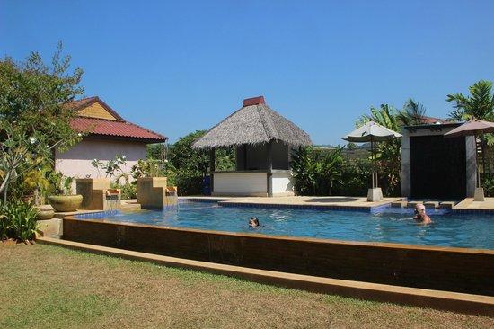 Noppharat Resort: La jolie piscine