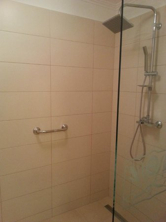 Hotel Astoria Oradea: Bathroom