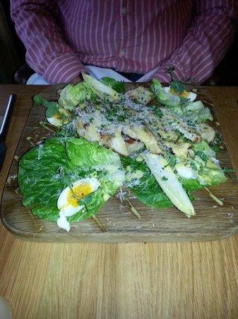 Lisbarnett House: Chicken Caesar Salad