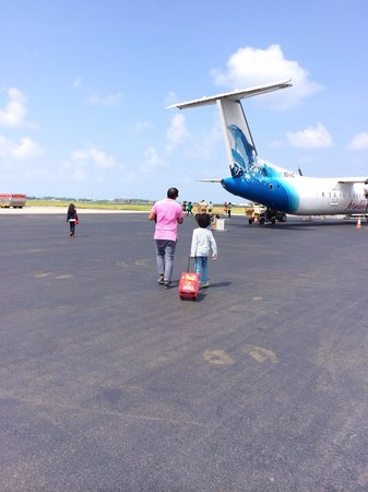Shangri-La's Villingili Resort and Spa Maldives : Getting onto the plane from male