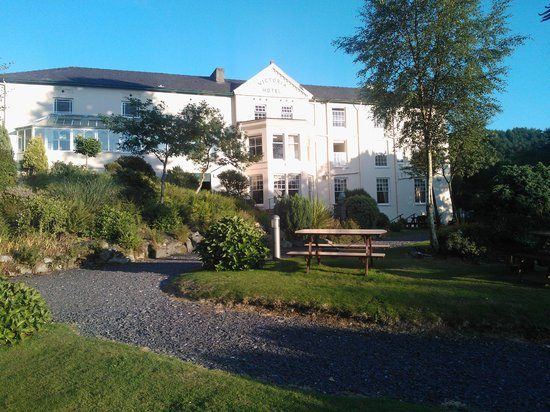 The Royal Victoria Hotel Snowdonia: A view of the Royal Victoria Hotel from the outside!