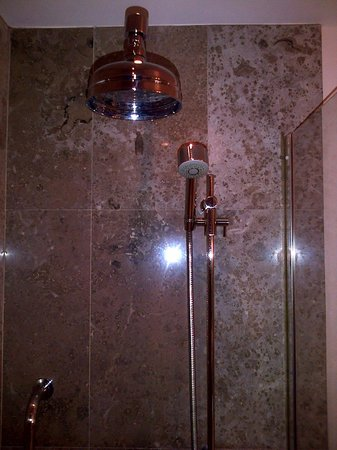 Aghadoe Heights Hotel & Spa: Shower