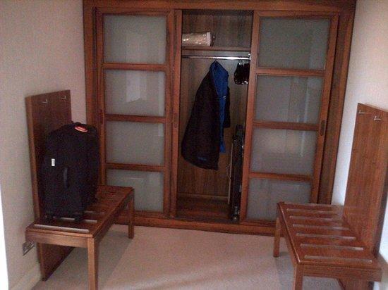 Aghadoe Heights Hotel & Spa : Closets