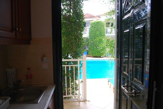 Kali Pigi Hotel: Widok na basen