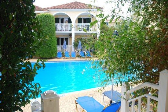 Kali Pigi Hotel: Mały basen