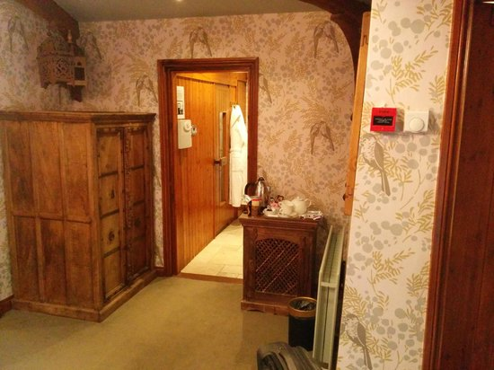 Crab Manor Hotel: The sauna viwed from the bedroom at Bird Island