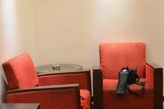 Grand Godwin Hotel: sofa table