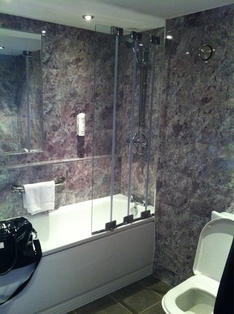 Days Hotel London- Waterloo : Bath was the best part of the room. Far better than the rest of the hotel