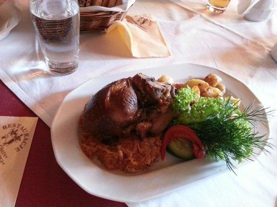 Stara Chata Restauracja: Свиная рулька