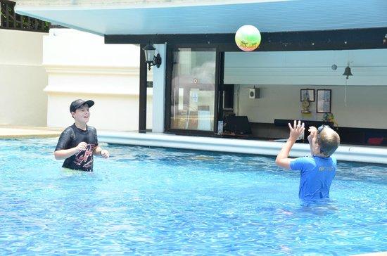 Deevana Patong Resort & Spa: Pool Bar