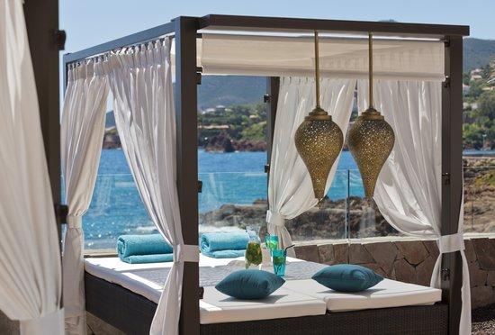 Tiara Miramar Beach Hotel & Spa: Day beds