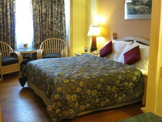 Fortune Hotel Sullivan Court: Room