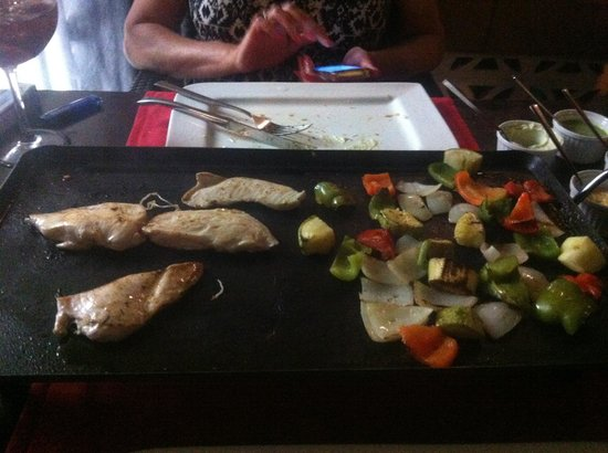Friends Lounge Bar & Restaurant: Cooking the Food great fun