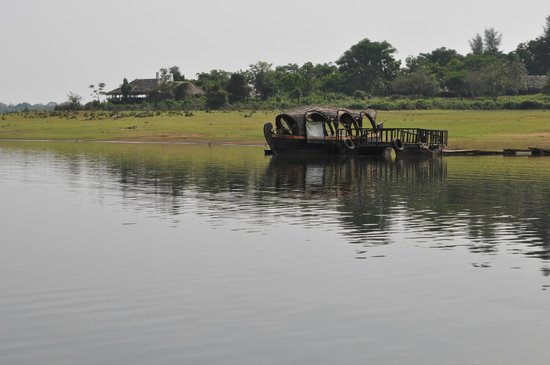 Evolve Back, Kabini: Looking toward the hotel from the Boat