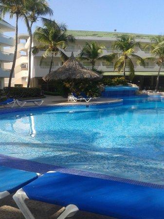 SunSol Isla Caribe : Uma das piscinas