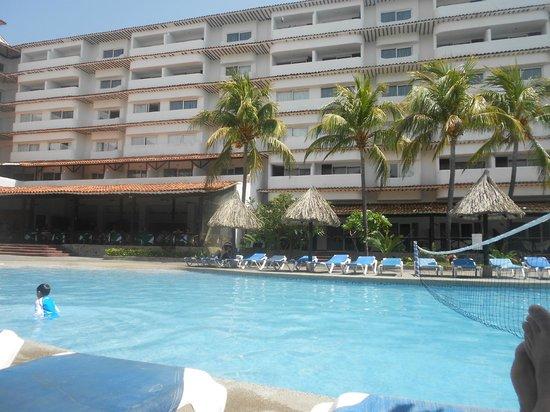 SunSol Isla Caribe : Vista da piscina para os aptos