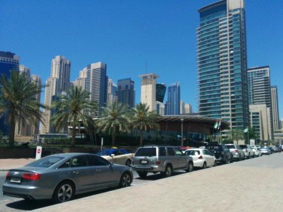 Marina Byblos Hotel : Улица, на которой расположен отель, дорога на пляж.