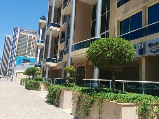 Marina Byblos Hotel : Улица, на которой расположен отель.