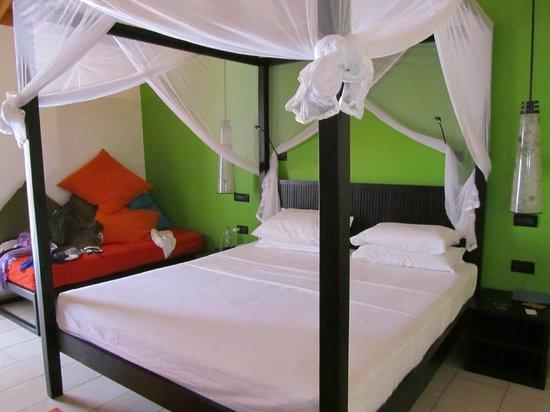 Vilamendhoo Island Resort & Spa : interno camera