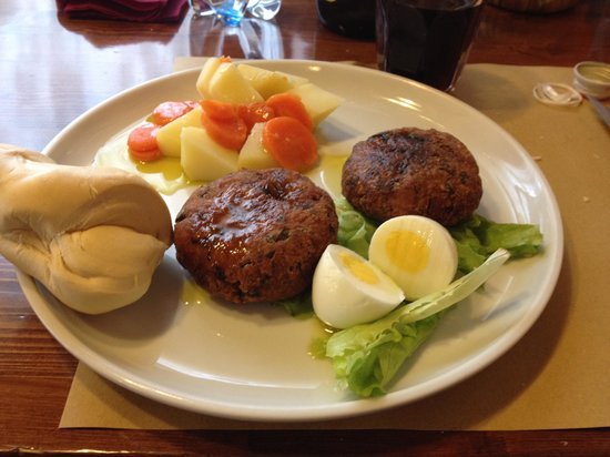Osteria Vecchia Lodi : Polpette di carne e verdure con patate e carote lessate