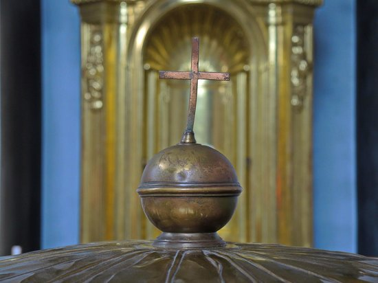 Dom St. Blasien: Taufbecken aus Kupfer mit Verzierung auf dem Deckel