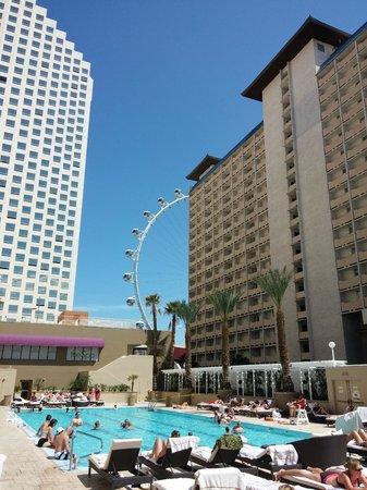 Harrah's Las Vegas: Great pool