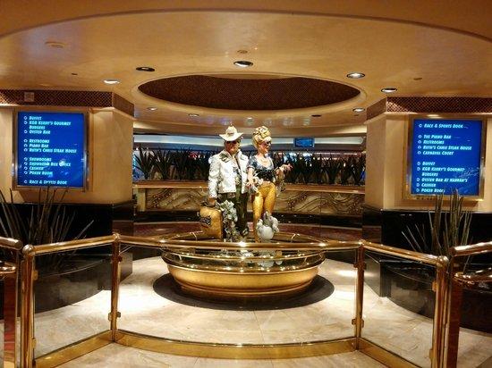 Harrah's Las Vegas: Center of the hotel