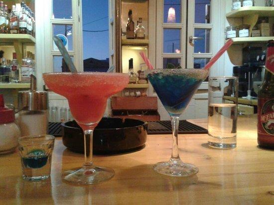 Malama Cafe: having a coctail