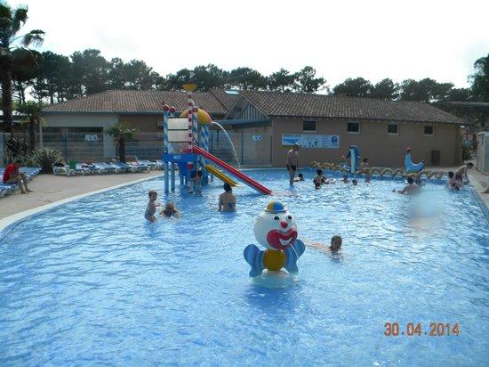 Camping le Vieux Port : la piscine des enfants