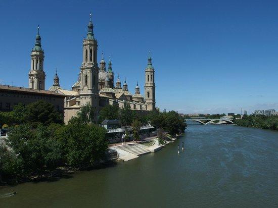El Ebro: Vista desde el Puente de Piedra