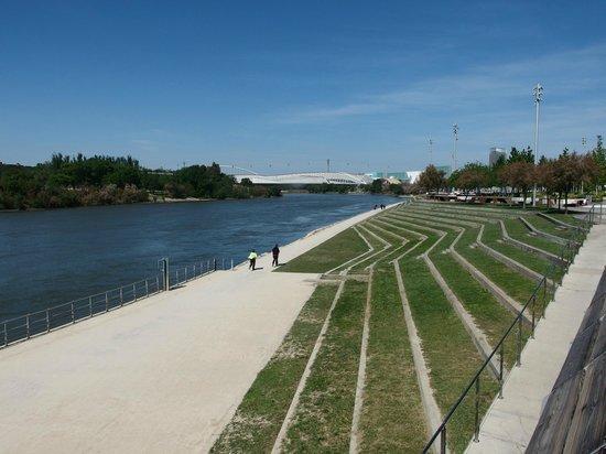 El Ebro: Embarcadero Plaza Expo2008