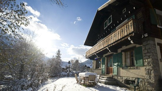 Chalet les Mazots: Winter Exterior