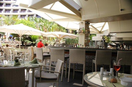 Seaside Sandy Beach : dining room bar