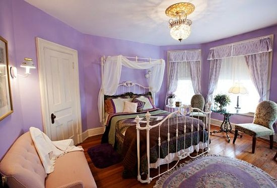 Botsford Briar: The Wisteria Room