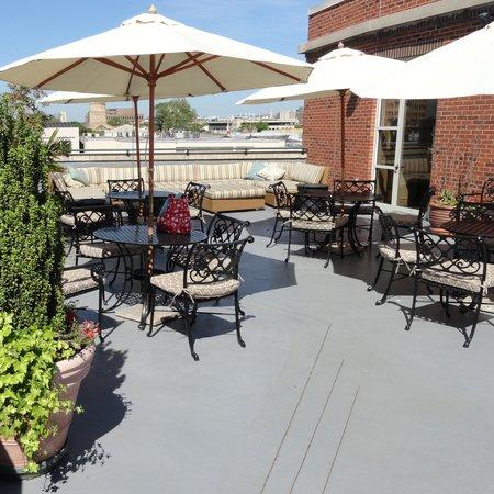 Harbourview Inn: Hotel Rooftop patio!