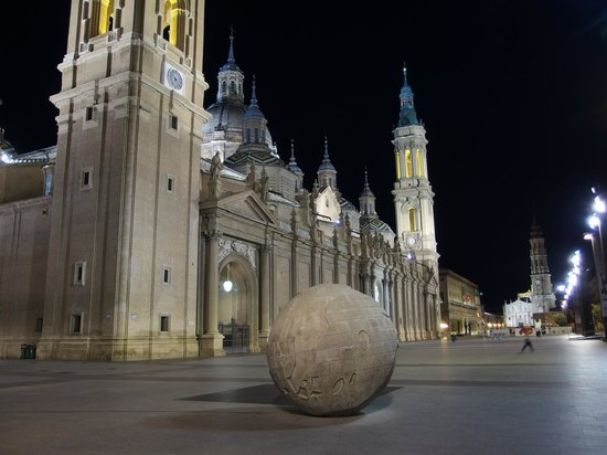 Basilica de Nuestra Senora del Pilar: Noche en el Pilar