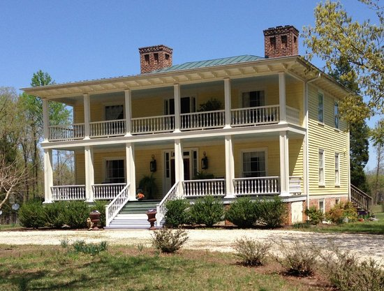Longwood Farm Bed and Breakfast: exterior