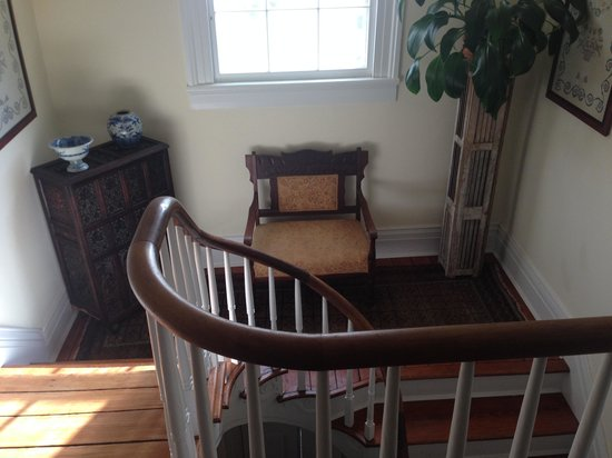 Longwood Farm Bed and Breakfast: stairway