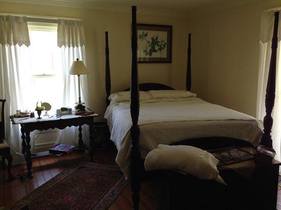 Longwood Farm Bed and Breakfast: Magnolia room