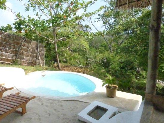 Ras Kutani: private plunge pool