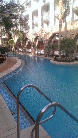 Isrotel Agamim : canals going to your room from pool