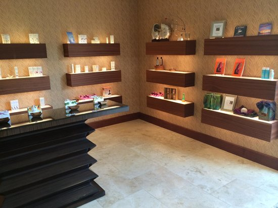 The Spa at Koloa Landing: The lobby where they sell Malie Organics