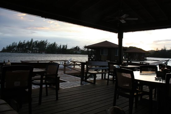 CoCo View Resort: The outdoor dining area
