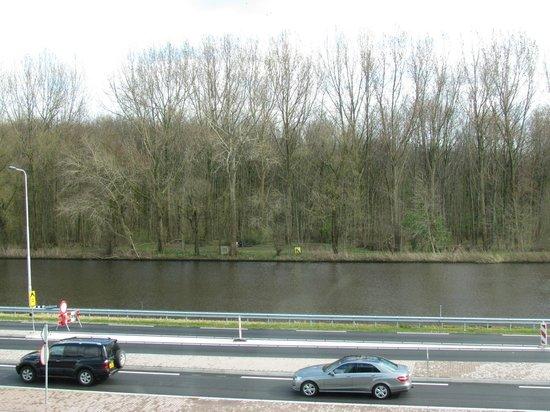 Steigenberger Airport Hotel Amsterdam: Vista do corredor - Rio Amstel