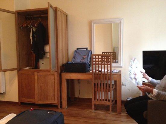 Hotel Villa Select : mobilier de la chambre