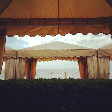 Four Seasons Resort Maui at Wailea: Beautiful complimentary cabanas