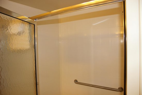 Country Inn & Suites By Carlson, State College (Penn State Area): Large Shower