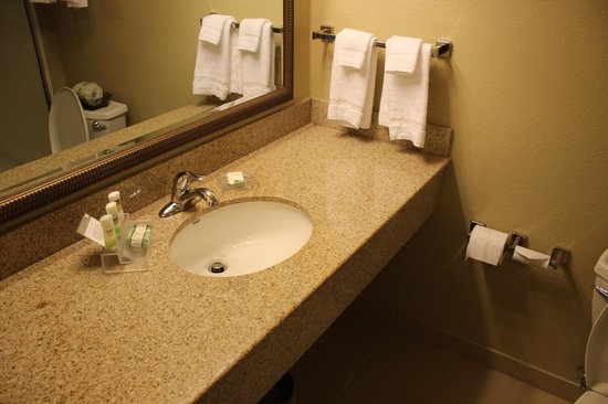 Country Inn & Suites By Carlson, State College (Penn State Area): Bathroom